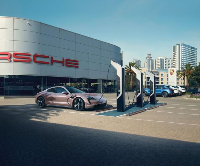 Mãi chưa ra mắt chính thức ở Việt Nam, Porsche Taycan lại có thêm phiên bản mới  - Ảnh 1.