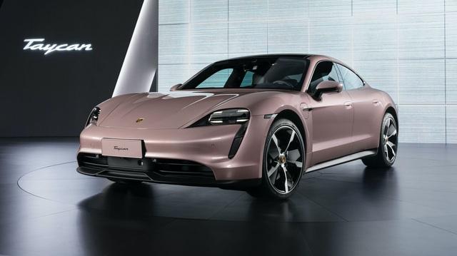 Porsche cho báo giới mượn xe Tesla chạy thử để 'nâng bi' Taycan