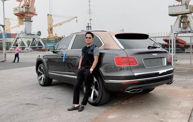 Sau hơn 1 năm tậu về, Hoàng Kim Khánh ra biển số Bentley Bentayga V8 bản kỷ niệm 100 năm đầu tiên Việt Nam, cặp số gánh siêu lộc - Ảnh 3.