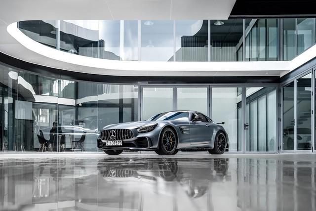 Mercedes AMG GT-R của doanh nhân Nguyễn Quốc Cường đã có biển trắng, số đuôi 79 khiến nhiều người thích thú - Ảnh 1.