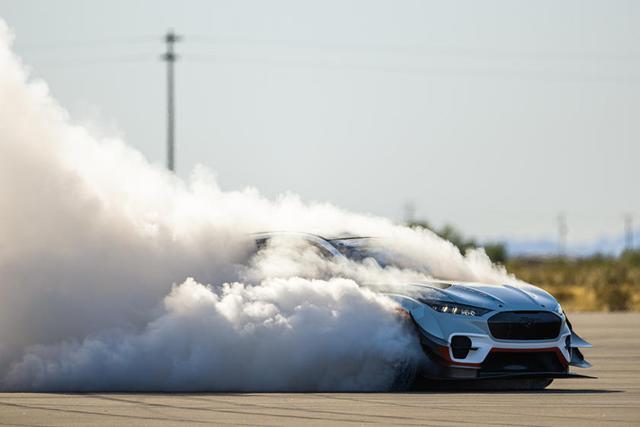 Ford hé lộ phiên bản khủng khiếp cho SUV Mustang - Ảnh 2.