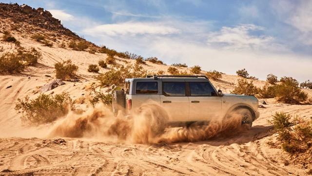 Khách đặt mua ồ ạt, Ford tăng gấp đôi sản lượng Bronco bản đặc biệt nhưng vẫn không đủ - Ảnh 1.