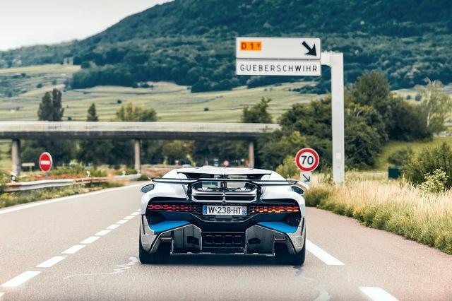 Ky cong ban giao sieu pham Bugatti Divo Boc 8 m2 phim bao ve tai thu nghiem hang loat trang bi