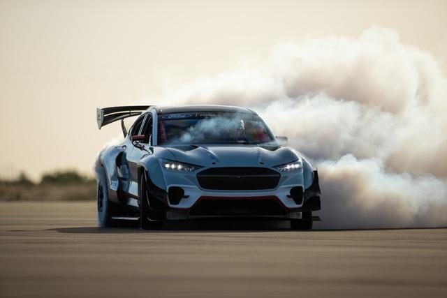 Ford Mustang SUV siêu drift chính thức chào sân: 7 mô tơ điện, 1.400 mã lực! - Ảnh 1.