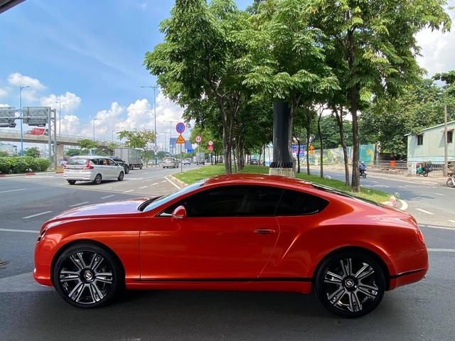 Sau 6 năm về nước, Bentley Continental GT V8 độc nhất Việt Nam lần đầu lột xác với lớp áo cam - Ảnh 2.