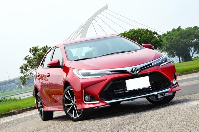 Loạt sedan hạng C giảm giá mạnh chờ ngày thay máu tại Việt Nam: Corolla Altis giảm nhiều nhất, Cerato rẻ nhất dưới 500 triệu - Ảnh 1.