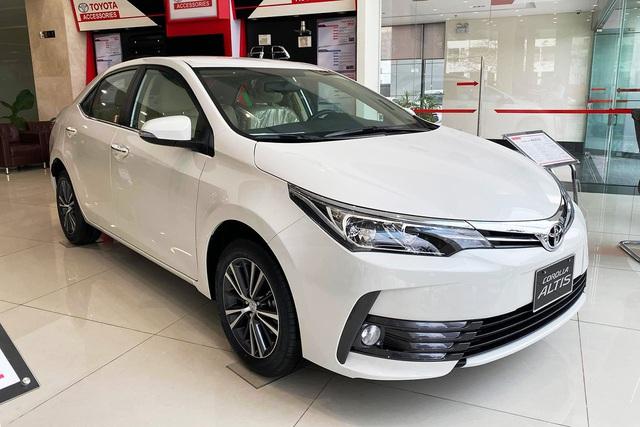 Đón bản mới, Toyota Corolla Altis dọn hàng tồn giảm giá thấp kỷ lục, còn từ 590 triệu đồng - Ảnh 1.