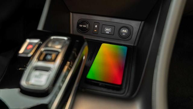 Hyundai Sonata thế hệ mới thêm nâng cấp công nghệ đấu Toyota Camry - Ảnh 4.