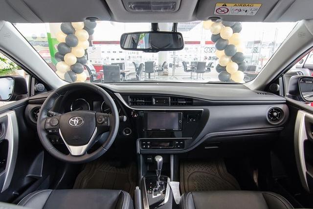 Đón bản mới, Toyota Corolla Altis dọn hàng tồn giảm giá thấp kỷ lục, còn từ 590 triệu đồng - Ảnh 3.