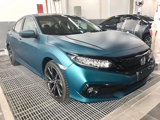 Honda Civic RS sơn màu độc hết 40 triệu đồng - Chiêu câu khách mới của đại lý - Ảnh 1.