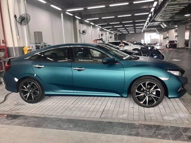 Honda Civic RS sơn màu độc hết 40 triệu đồng - Chiêu câu khách mới của đại lý - Ảnh 3.