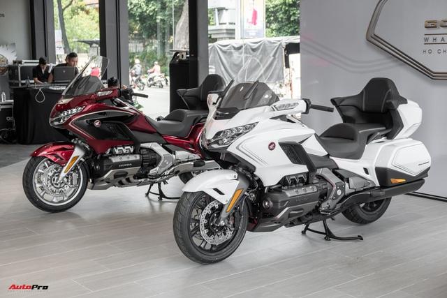 Chuyên cơ hai bánh Honda Gold Wing 2020 đầu tiên về Việt Nam: Có túi khí, Cruise Control như ô tô, giá 1,2 tỷ đồng - Ảnh 1.