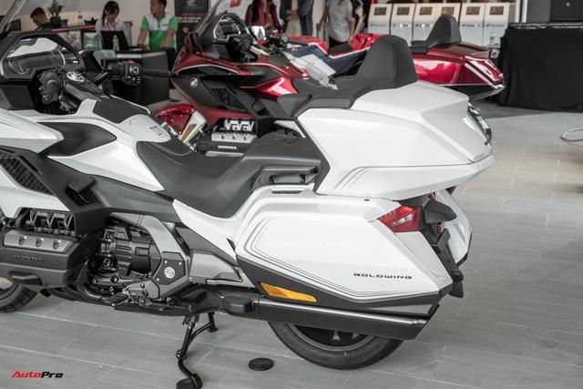 Chuyên cơ hai bánh Honda Gold Wing 2020 đầu tiên về Việt Nam: Có túi khí, Cruise Control như ô tô, giá 1,2 tỷ đồng - Ảnh 5.
