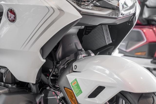 Chuyên cơ hai bánh Honda Gold Wing 2020 đầu tiên về Việt Nam: Có túi khí, Cruise Control như ô tô, giá 1,2 tỷ đồng - Ảnh 3.