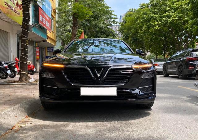 Vừa đăng kí 3 tháng, chủ nhân VinFast Lux A2.0 bán xe rẻ hơn giá niêm yết 300 triệu đồng - Ảnh 1.