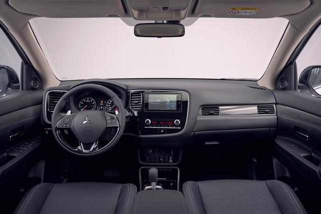 Ra mắt Mitsubishi Outlander 2020 full option tại Việt Nam: Giá gần 1,06 tỷ đồng, phả hơi nóng lên Honda CR-V - Ảnh 3.