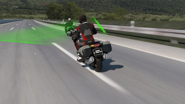 BMW đưa hệ thống kiểm soát hành trình lên xe máy  - Ảnh 1.