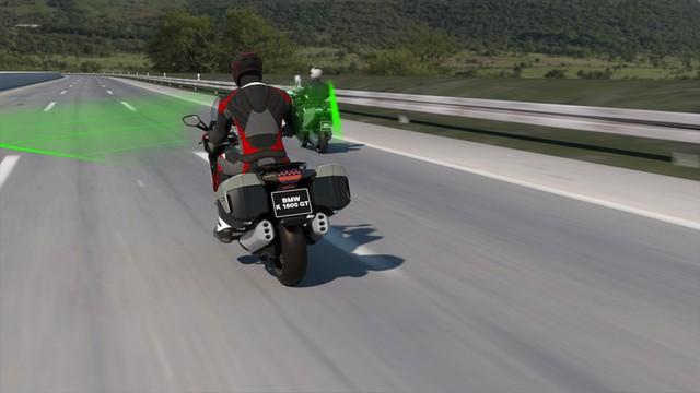 BMW đưa hệ thống kiểm soát hành trình lên xe máy  - Ảnh 2.