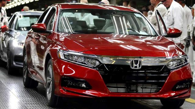 Honda dùng cả nhân viên văn phòng để sản xuất xe - Ảnh 1.