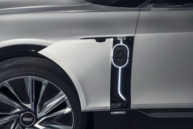 Muốn định nghĩa lại xe sang, Cadillac mang màn hình 33inch vào nội thất để cạnh tranh Mercedes-Benz - Ảnh 2.