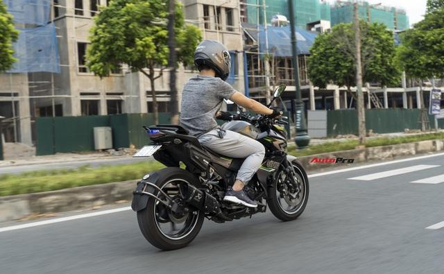 Tự độ xe tới quen bị cắt vào tay, ốc bắn vào mặt, tay chơi công nghệ đánh giá Kawasaki Z300: Hợp người lên đời từ xe côn tay 150cc - Ảnh 7.