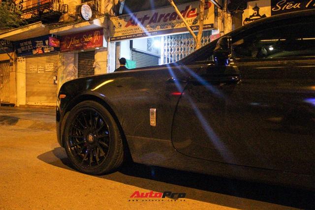 Rolls-Royce Wraith của doanh nhân Đà Lạt lột xác ấn tượng với màu đen hầm hố - Ảnh 3.