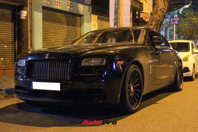 Rolls-Royce Wraith của doanh nhân Đà Lạt lột xác ấn tượng với màu đen hầm hố - Ảnh 4.
