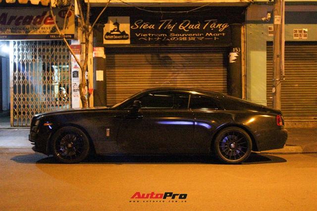Rolls-Royce Wraith của doanh nhân Đà Lạt lột xác ấn tượng với màu đen hầm hố - Ảnh 5.