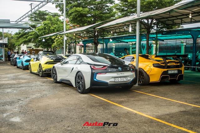 Dàn siêu xe, xe siêu sang trăm tỷ đủ sắc màu của giới nhà giàu du ngoạn tới Vũng Tàu dịp cuối tuần - Ảnh 2.
