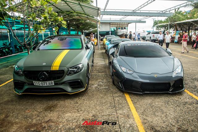Dàn siêu xe, xe siêu sang trăm tỷ đủ sắc màu của giới nhà giàu du ngoạn tới Vũng Tàu dịp cuối tuần - Ảnh 1.