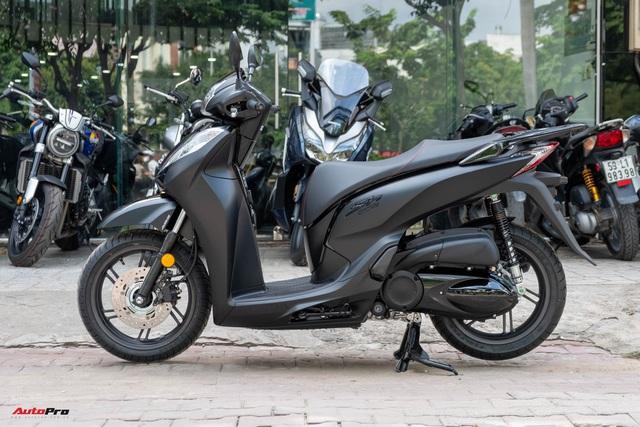 Chi tiết Honda SH300i Total Black 2020 đầu tiên về Việt Nam: Nhập Ý, giá trên dưới 300 triệu đồng - Ảnh 3.