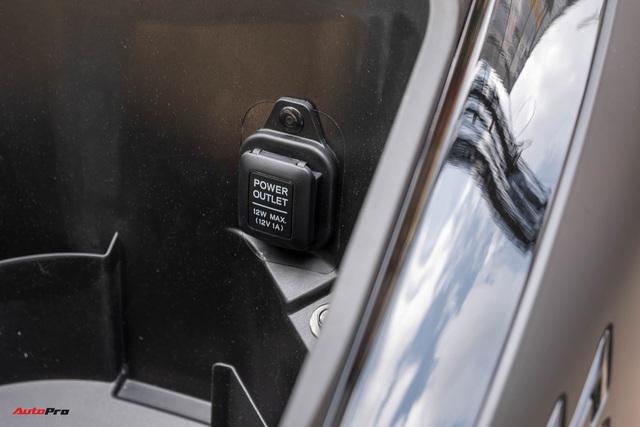 Chi tiết Honda SH300i Total Black 2020 đầu tiên về Việt Nam: Nhập Ý, giá trên dưới 300 triệu đồng - Ảnh 8.