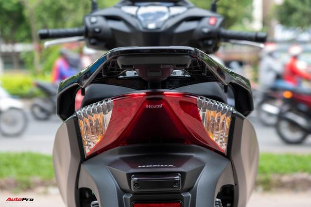 Chi tiết Honda SH300i Total Black 2020 đầu tiên về Việt Nam: Nhập Ý, giá trên dưới 300 triệu đồng - Ảnh 9.