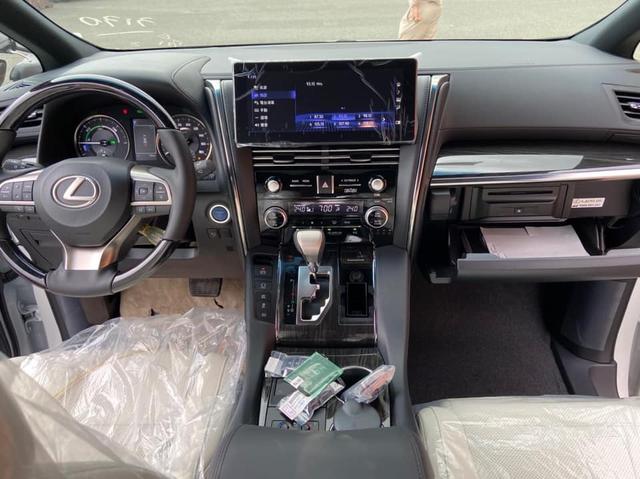 Lexus LM 300h vẫn miệt mài tìm người 'chơi' với giá từ hơn 7 tỷ đồng - Ảnh 4.