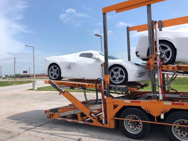'Siêu xe giá rẻ' Chevrolet Corvette C8 khoảng 7 tỷ đồng đầu tiên về Việt Nam - Ảnh 1.