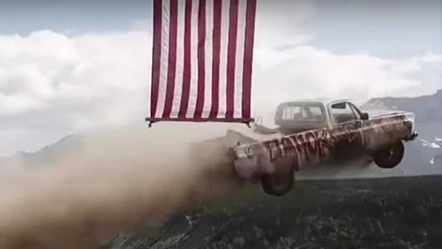 Cách ăn mừng Quốc khánh dị của người Mỹ: Lao xe xuống vực