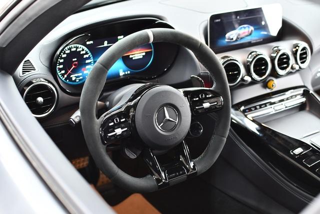 Bóc tách tùy chọn trên Mercedes-AMG GT R của doanh nhân Nguyễn Quốc Cường: Riêng màu sơn đã ngang ngửa một chiếc Honda SH - Ảnh 11.