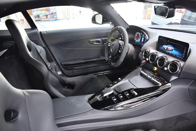 Bóc tách tùy chọn trên Mercedes-AMG GT R của doanh nhân Nguyễn Quốc Cường: Riêng màu sơn đã ngang ngửa một chiếc Honda SH - Ảnh 10.