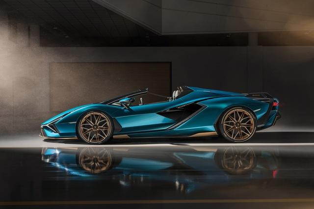 Nếu còn xe, đại gia Hoàng Kim Khánh có thể ký tên lên Lamborghini Sián Roadster mà không cần tự làm như với Aventador S - Ảnh 1.