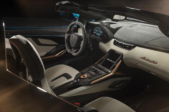 Nếu còn xe, đại gia Hoàng Kim Khánh có thể ký tên lên Lamborghini Sián Roadster mà không cần tự làm như với Aventador S - Ảnh 3.