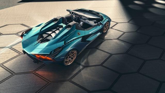 Nếu còn xe, đại gia Hoàng Kim Khánh có thể ký tên lên Lamborghini Sián Roadster mà không cần tự làm như với Aventador S - Ảnh 2.