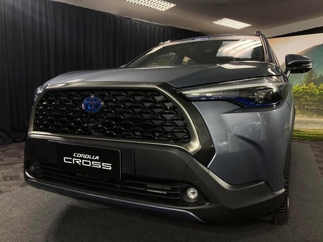 Chi tiết Toyota Corolla Cross ngoài đời thực: Giống RAV4, đại lý tại Việt Nam ồ ạt nhận đặt cọc, giao xe tháng 8 - Ảnh 7.