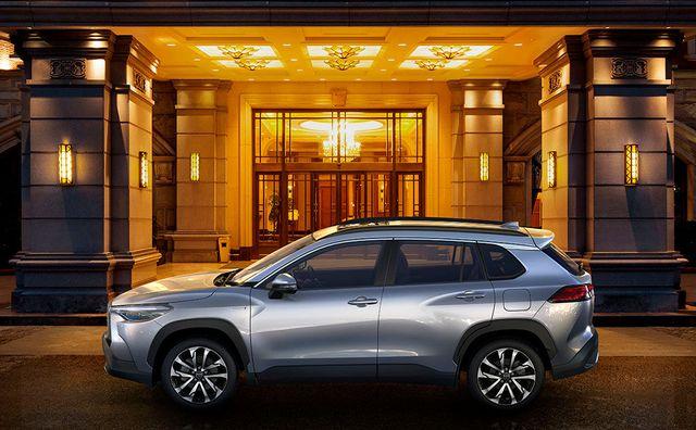 Toyota Corolla Cross ra mắt: Bom tấn SUV đấu Honda CR-V về Việt Nam chỉ tính bằng ngày - Ảnh 3.