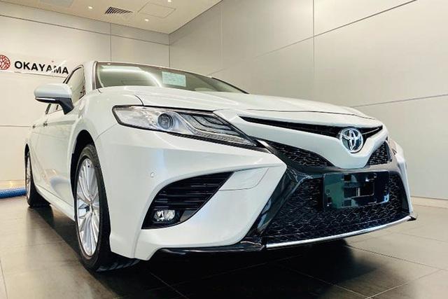 Chủ xe Toyota Camry chi hơn 20 triệu đồng độ kiểu xe nhập Mỹ - Ảnh 5.