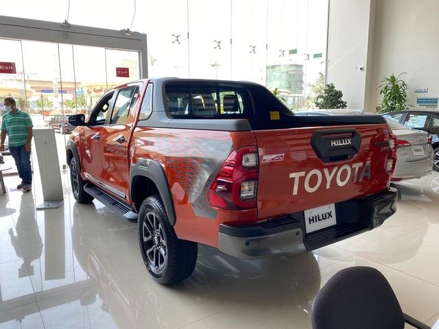 Chưa hết bom tấn, Toyota Việt Nam sắp tổng lực ra mắt Hilux, Fortuner, Innova và cả Vios mới, quyết sắp xếp lại thị trường - Ảnh 2.