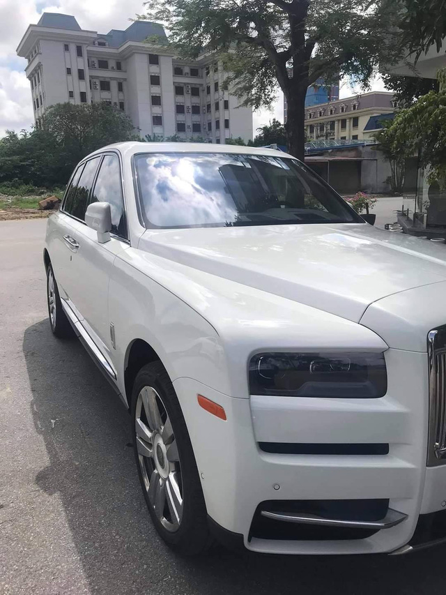 Doanh nhân Hải Phòng tậu Rolls-Royce Cullinan màu trắng hàng hiếm - Ảnh 2.