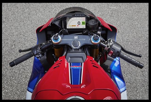 Honda CBR1000RR-R Fireblade ra mắt tại Việt Nam, giá bán ngang ngửa CR-V - Ảnh 4.