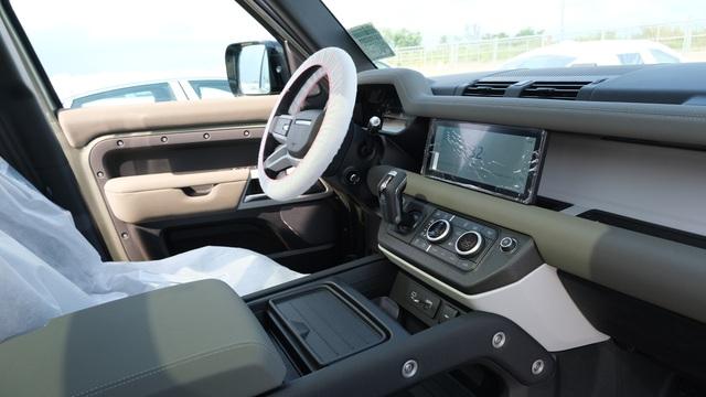 Chi tiết Land Rover Defender 2020 vừa khui công tại Việt Nam: Giá khoảng 5 tỷ đồng, đấu Mercedes G-Class - Ảnh 6.
