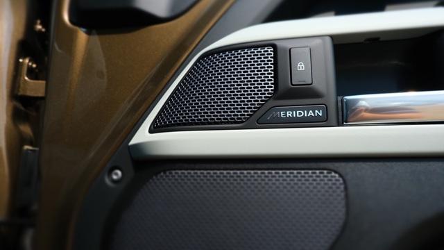 Chi tiết Land Rover Defender 2020 vừa khui công tại Việt Nam: Giá khoảng 5 tỷ đồng, đấu Mercedes G-Class - Ảnh 8.