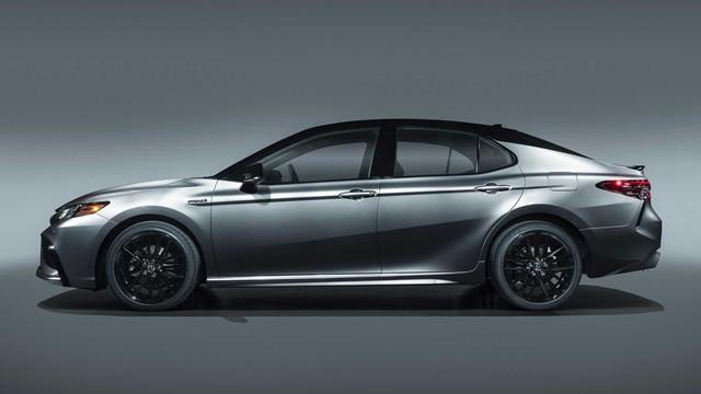 Toyota Camry bán chạy bất ngờ khi nhà nhà bỏ sedan làm SUV - Ảnh 1.